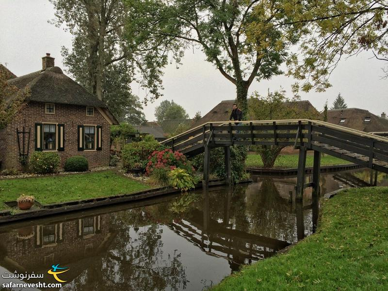 There are 180 bridges in Giethoorn and most of them are made for one house only